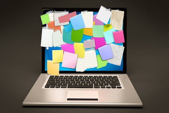 laptop with post it notes on screen feature